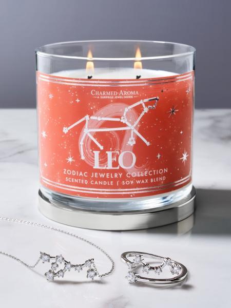 Charmed Aroma - Duftkerze mit Schmuck - Duftkerze im Glas Löwe Sternzeiche (Ring oder Halskette)