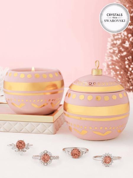 Charmed Aroma - Duftkerze mit Schmuck - Ornament Kerze mit Swarovski Kristallen (Ring)