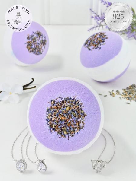 Charmed Aroma - Badebombe mit Schmuck - Lavendel (Halskette)