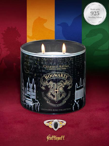 Charmed Aroma - Duftkerze mit Schmuck - Harry Potter Hogwarts Kerze Hufflepuff (Ring)