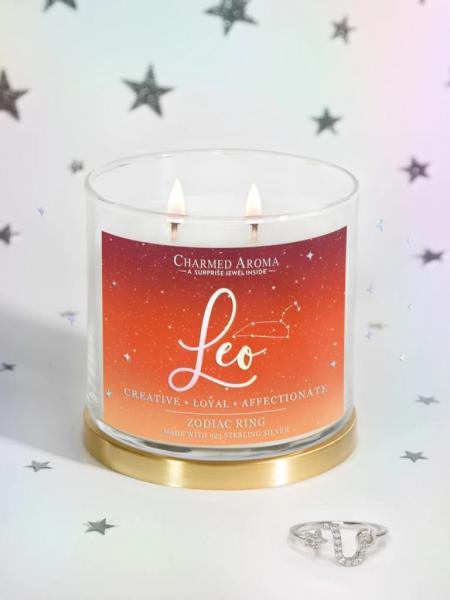 Charmed Aroma - Duftkerze mit Schmuck - Löwe Sternzeichen Kerze (Ring)